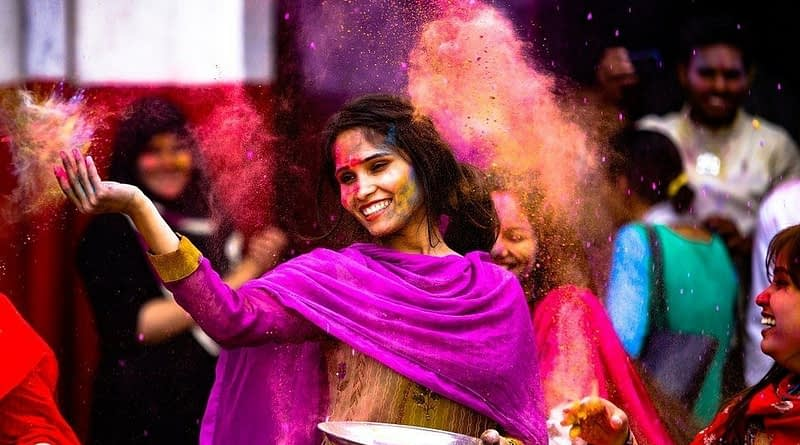 HERE'S HOW TO SAVE A WET SMARTPHONE THIS HOLI